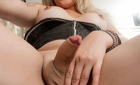 Transsexual Blonde Poser