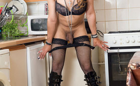 Elza in horny in the kitchen